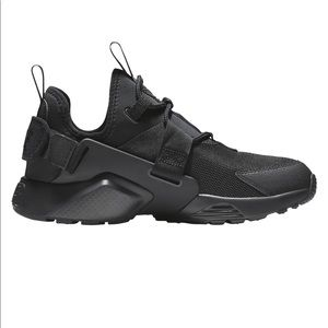Black Nike Air Huaraches City Low
